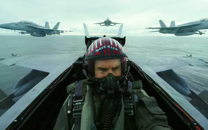 Tom Cruise sebagai Maverick kini instruktur pilot Miles Teller