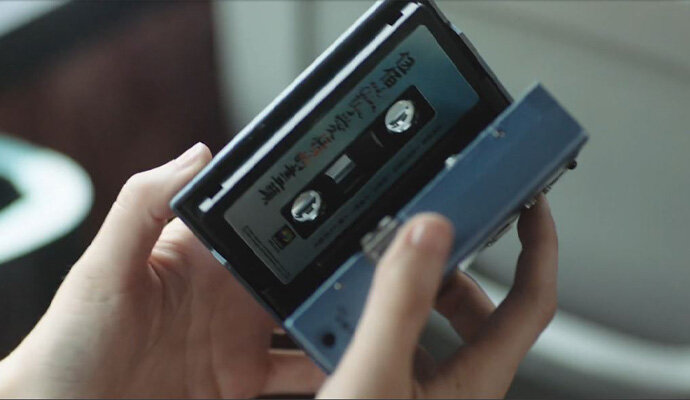 Someday or One Day tampilkan salah satu benda paling beken di 1990, Walkman